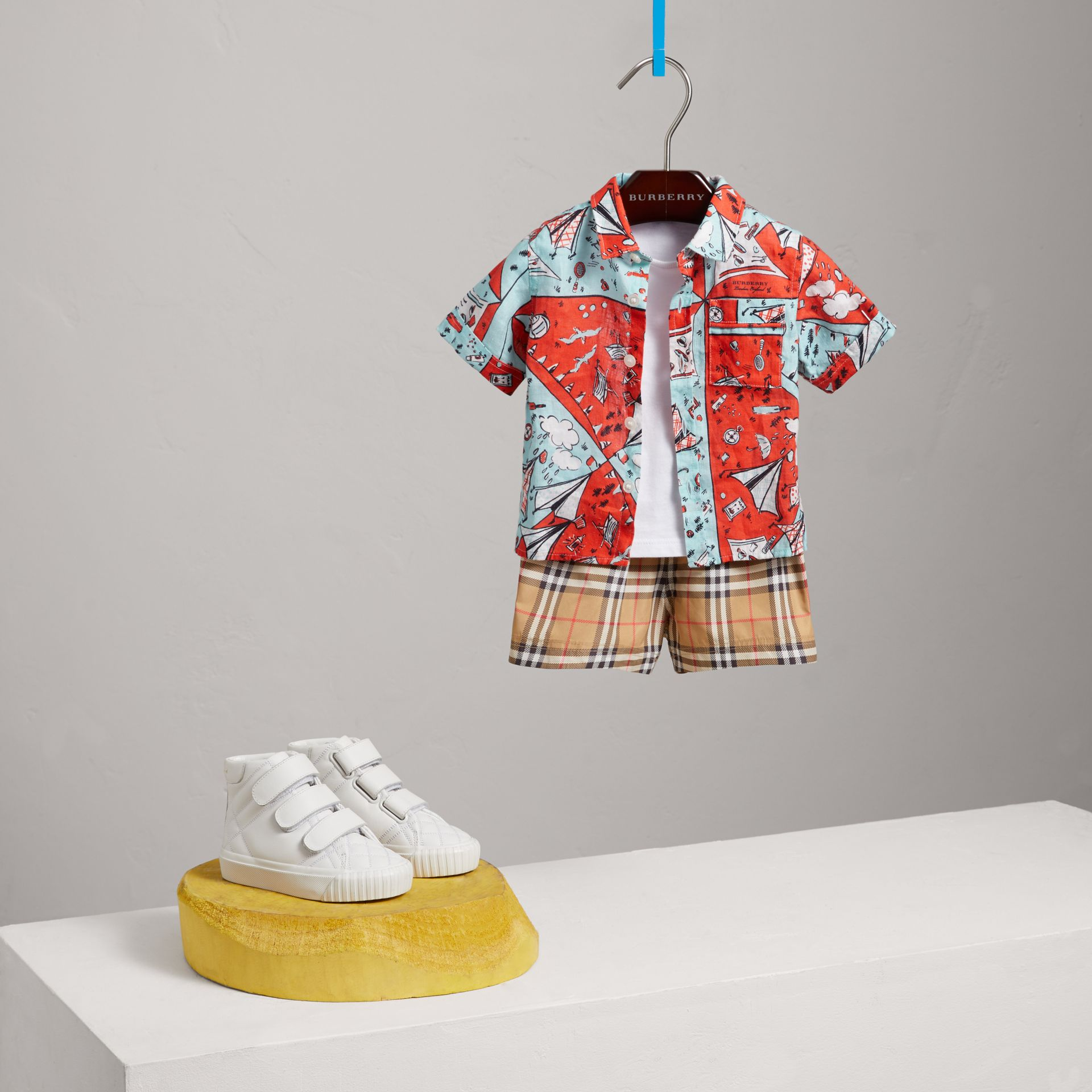 Short-sleeve Picnic Print Linen Shirt in Bright Aqua | Burberry - gallery image 0