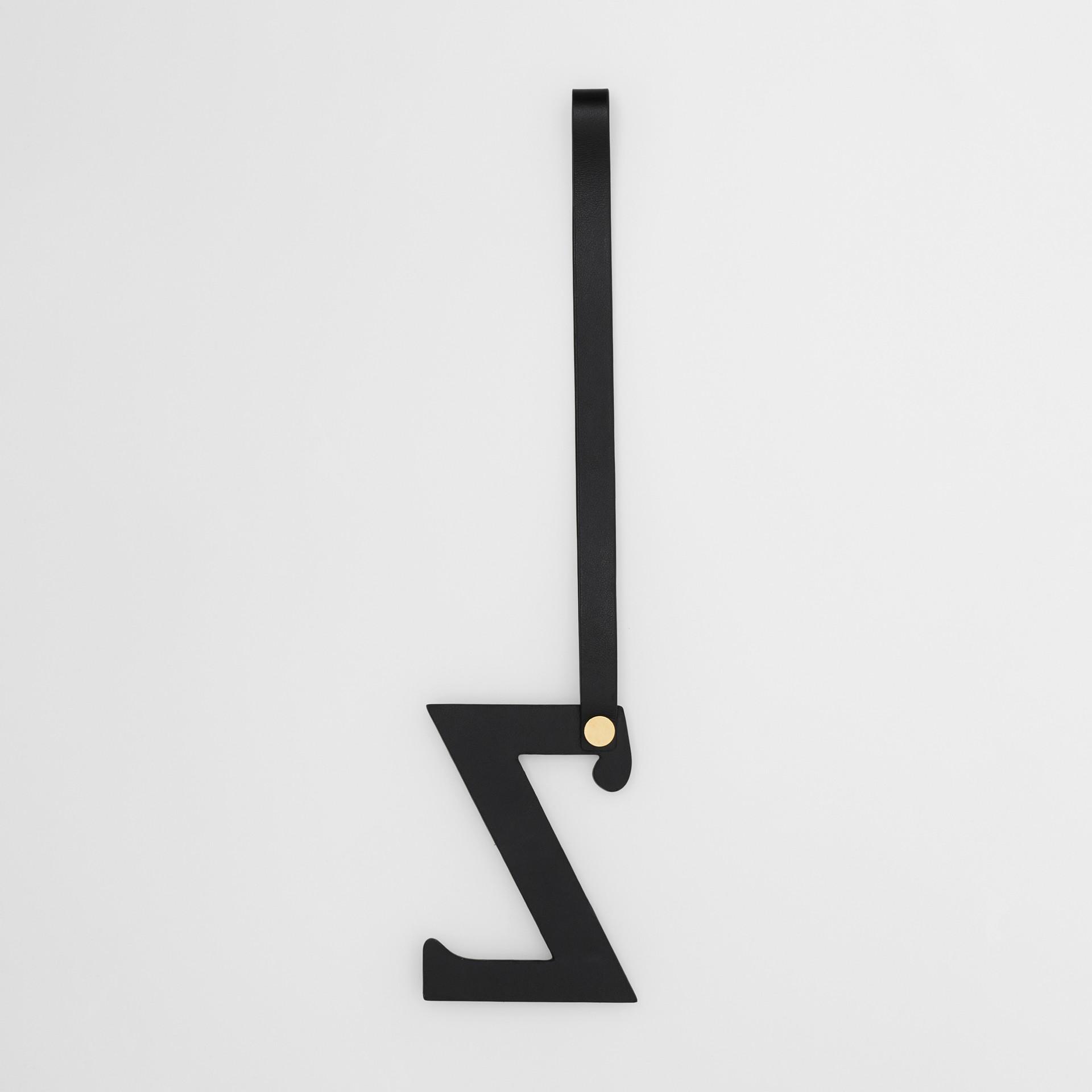 Ciondolo a forma di Z in pelle con borchie (Nero/oro Chiaro) | Burberry - immagine della galleria 2