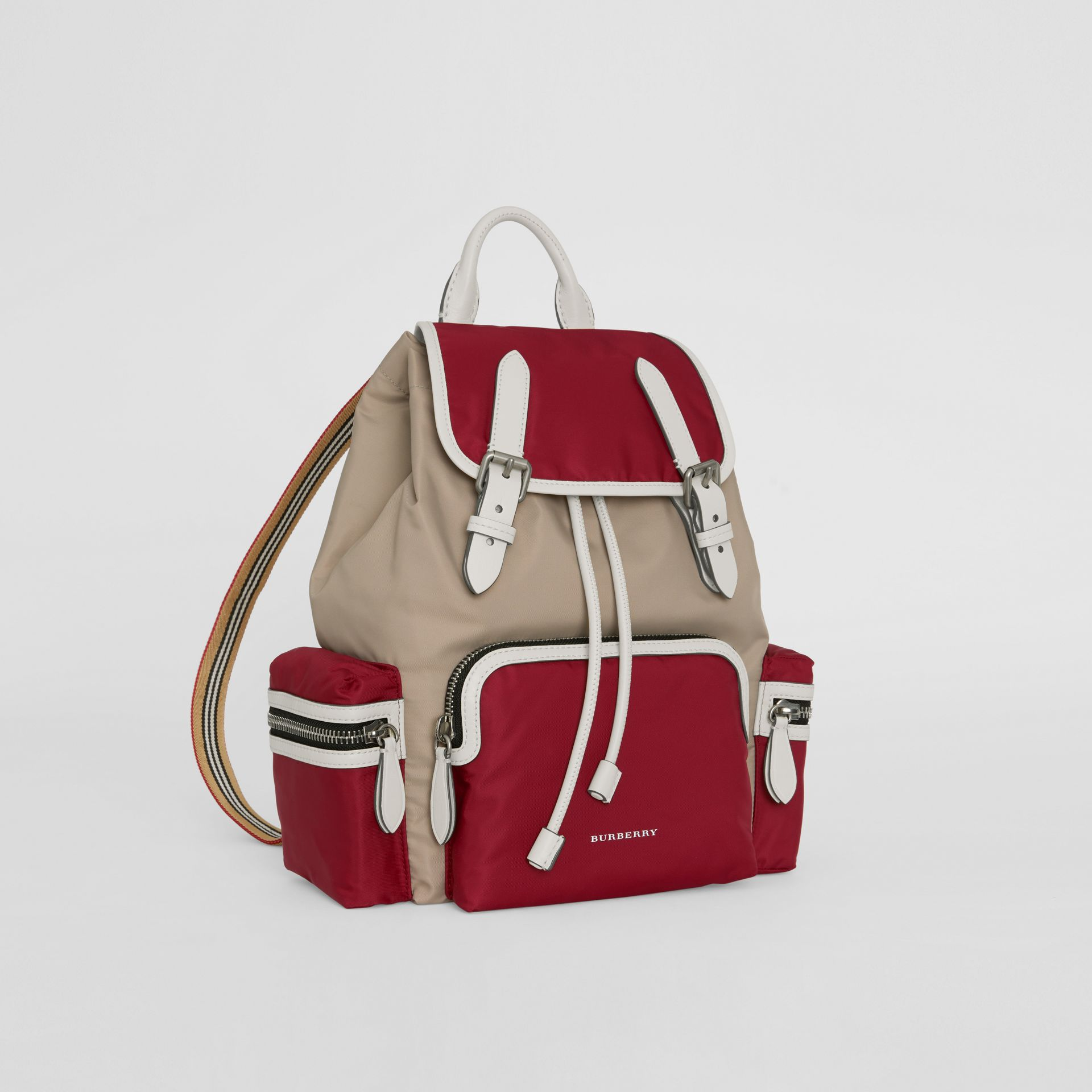 Sac The Rucksack moyen en nylon color-block et cuir (Carmin) - Femme | Burberry - photo de la galerie 6