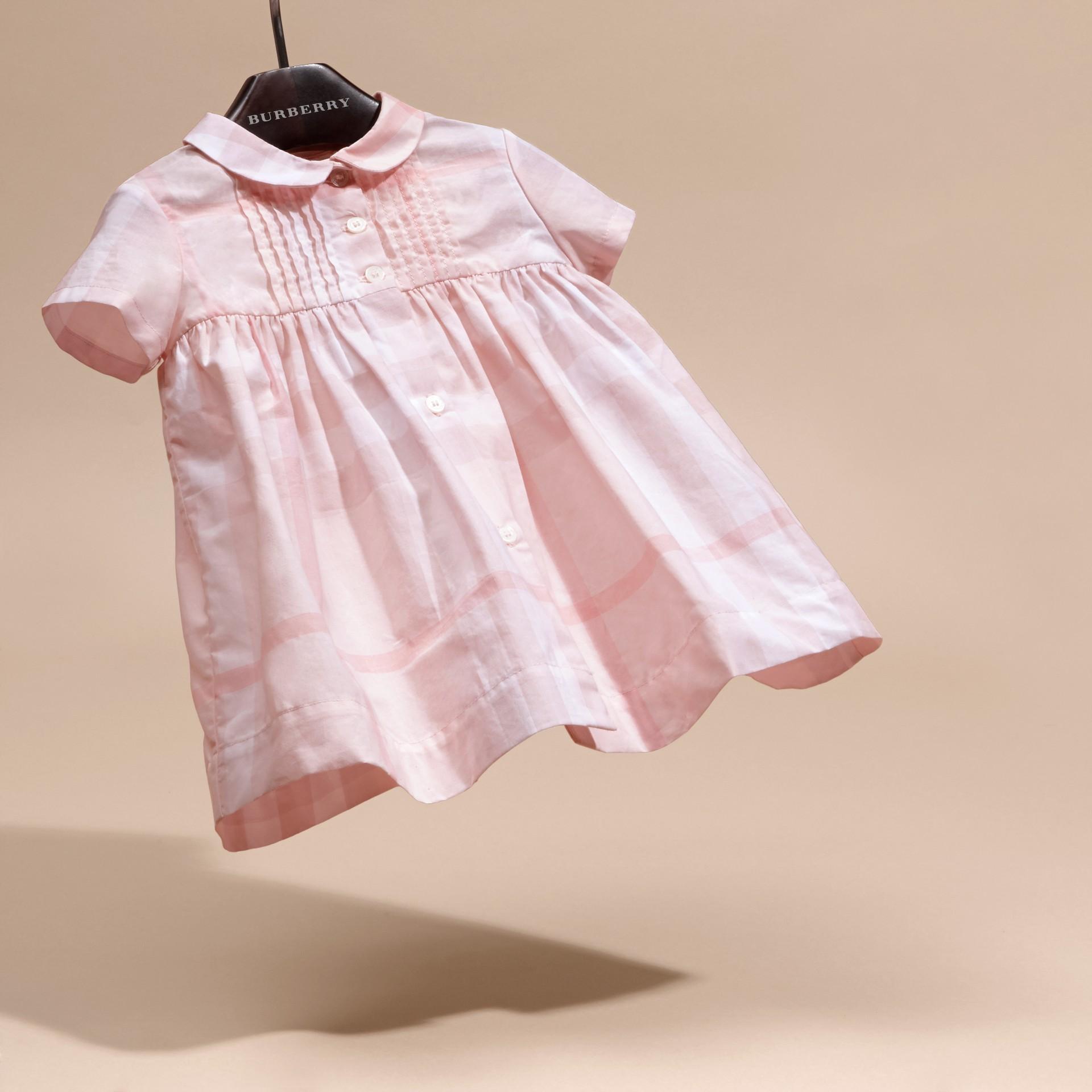 Rose glacé Robe et bloomer à plis en coton à motif check - photo de la galerie 3