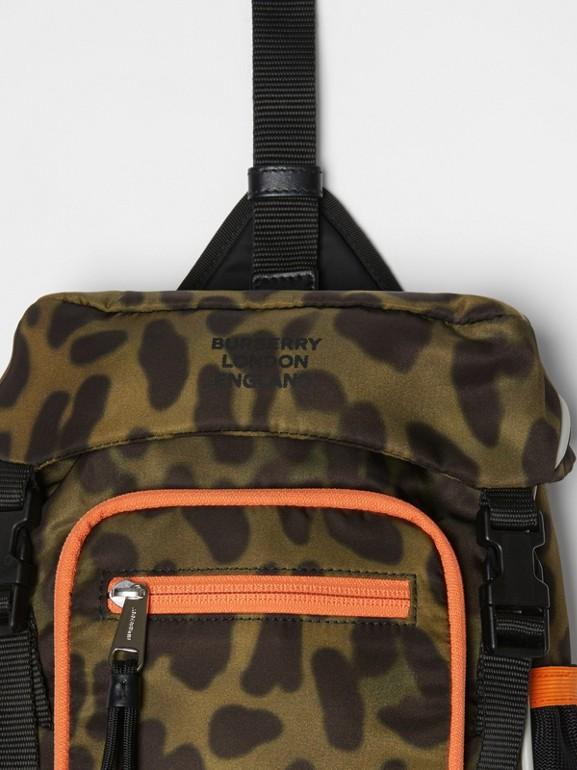 Sac à dos ceinture Leo en nylon avec imprimé animalier (Vert Clair) | Burberry Canada - cell image 1