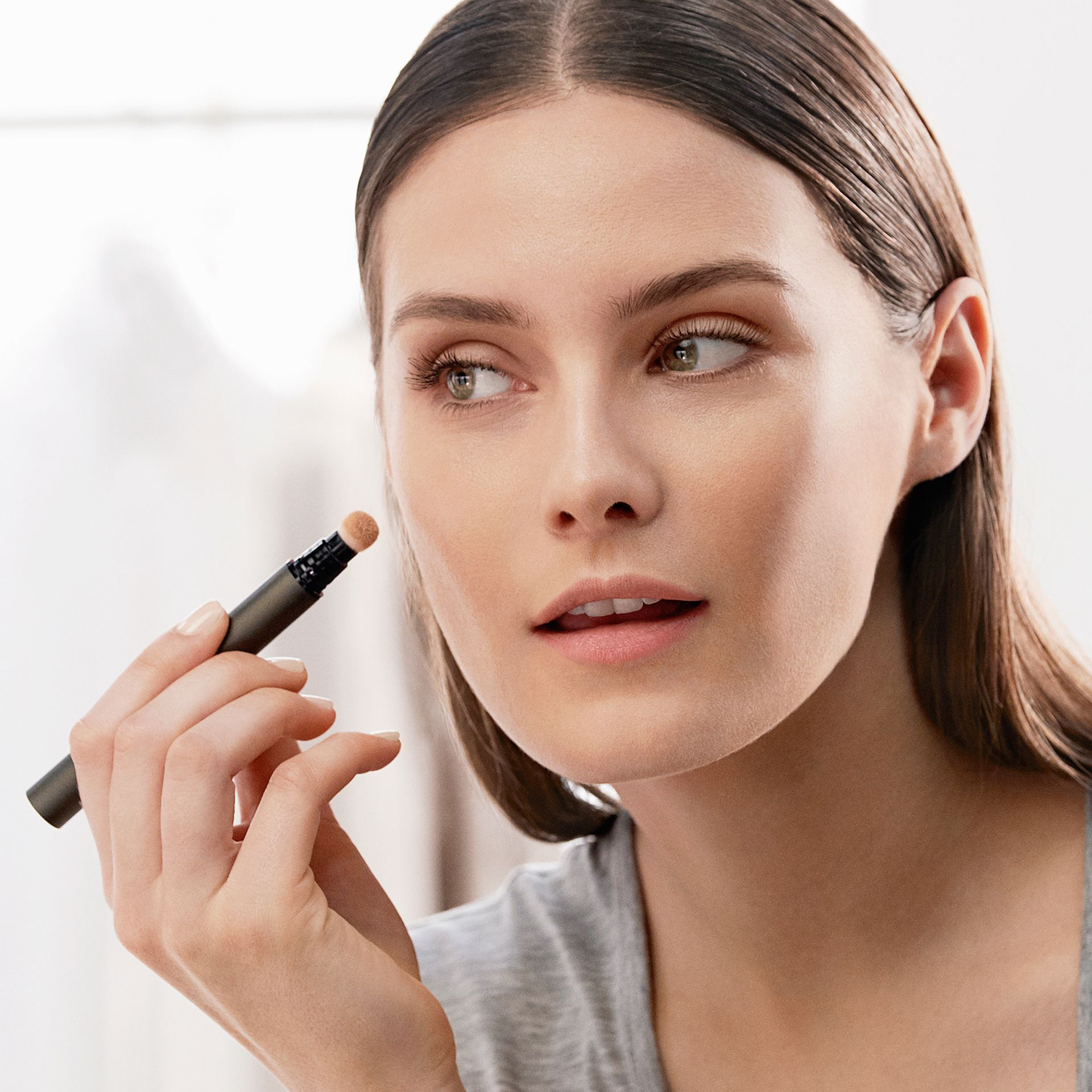 Warm nude 06 Burberry Cashmere Concealer – Warm Nude No.06 - gallery image 3
