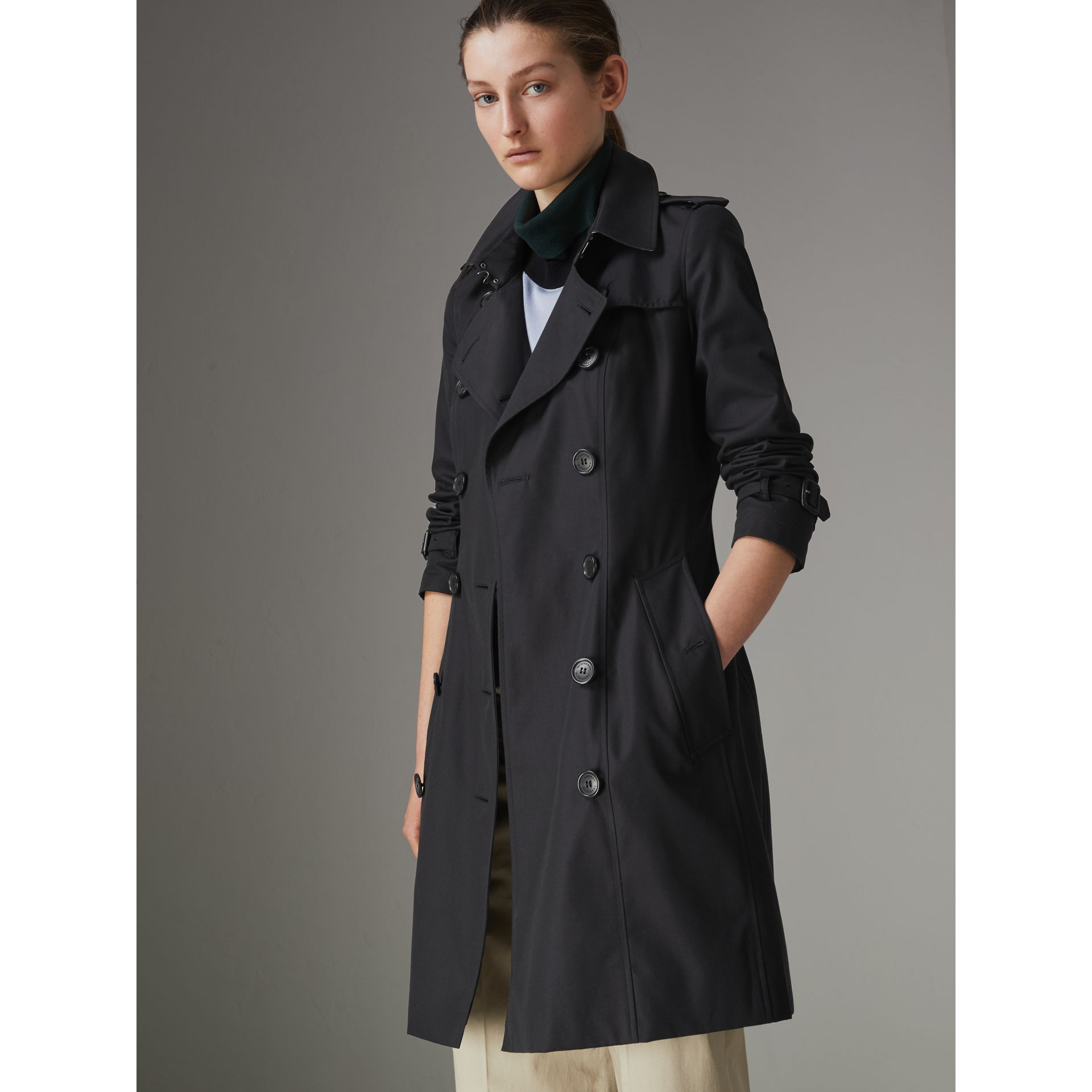 The Chelsea Heritage Trench Coat in Midnight - Women | Burberry Australia - gallery image 8