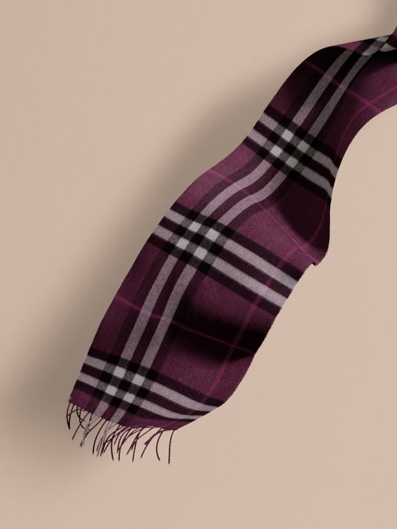 The Classic Cashmere Scarf in Check Aubergine
