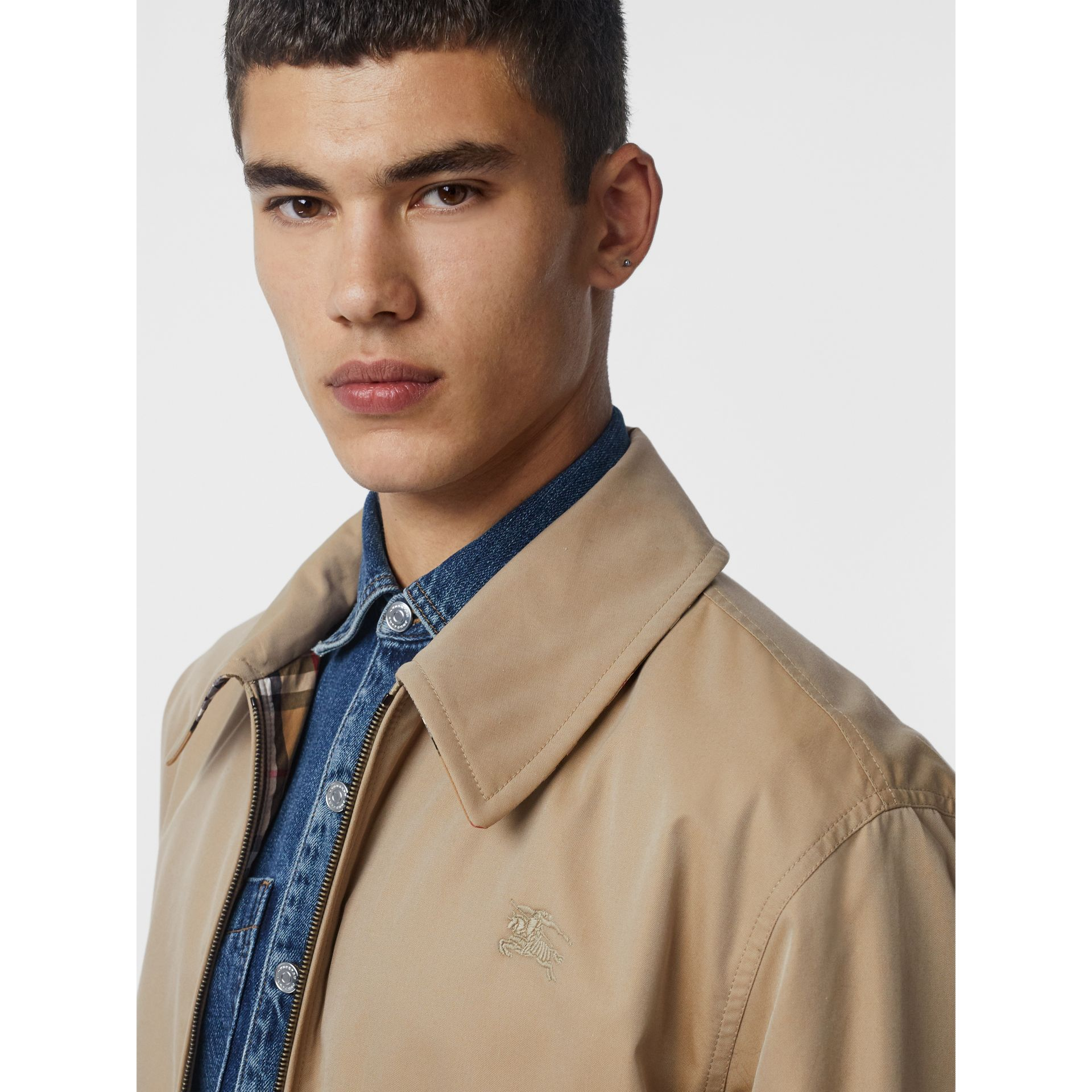 Veste Harrington réversible en gabardine et à motif check (Miel) - Homme | Burberry - photo de la galerie 4