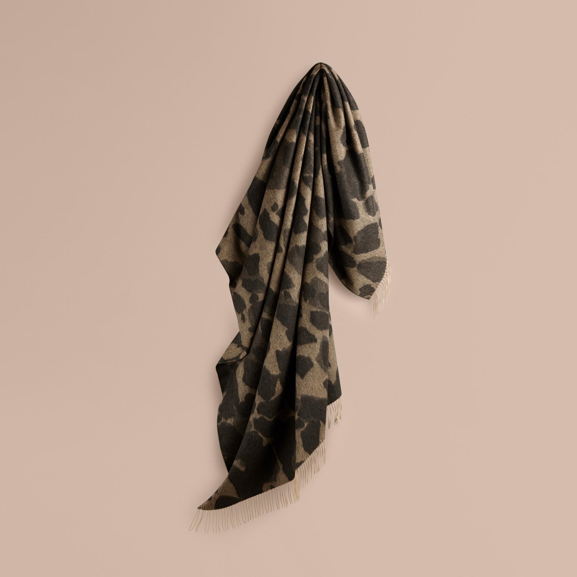 駝色印花 動物提花喀什米爾毛毯 駝色印花 - 圖庫照片 1