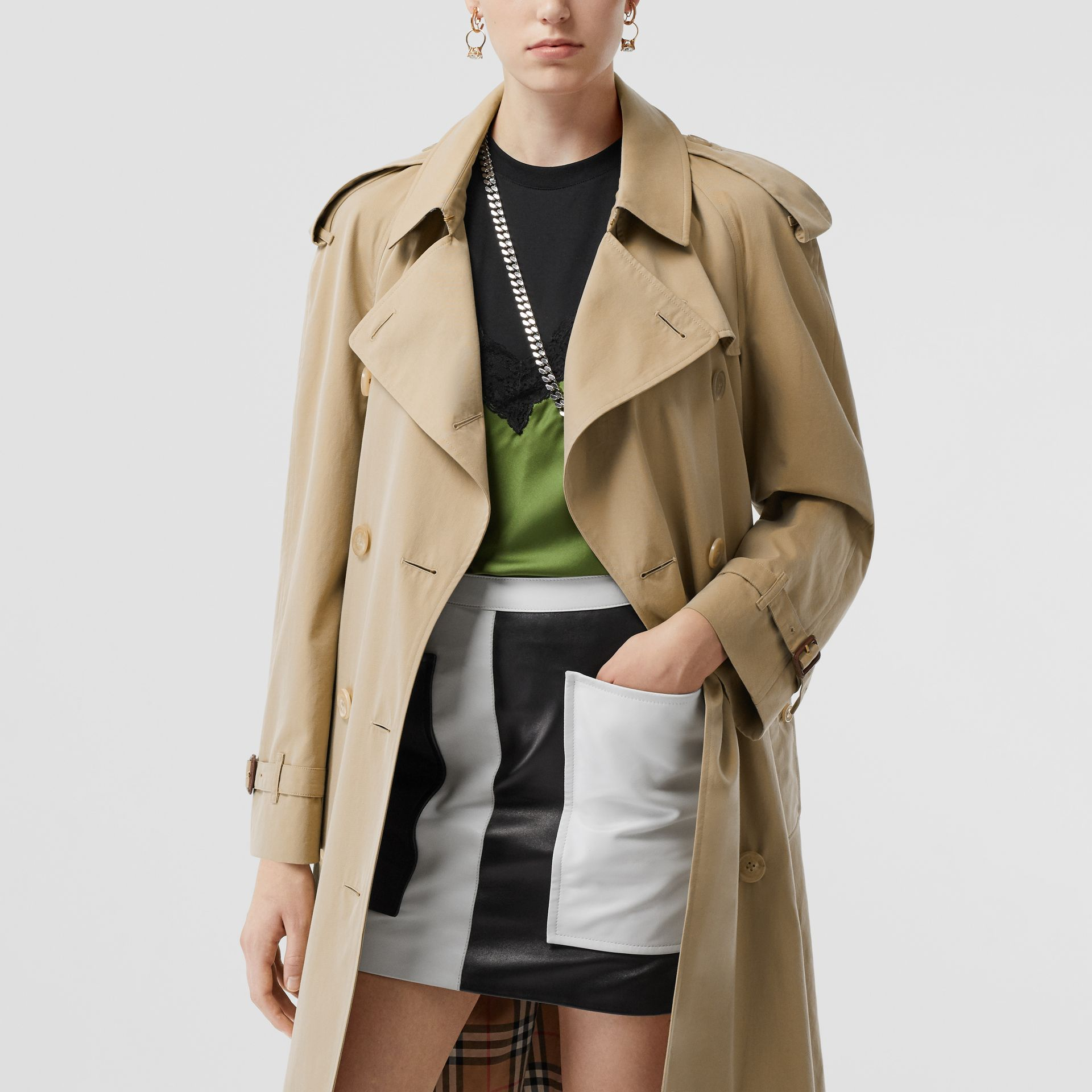 The Mid-length Westminster Heritage Trench Coat in Honey - Women | Burberry Australia - gallery image 10
