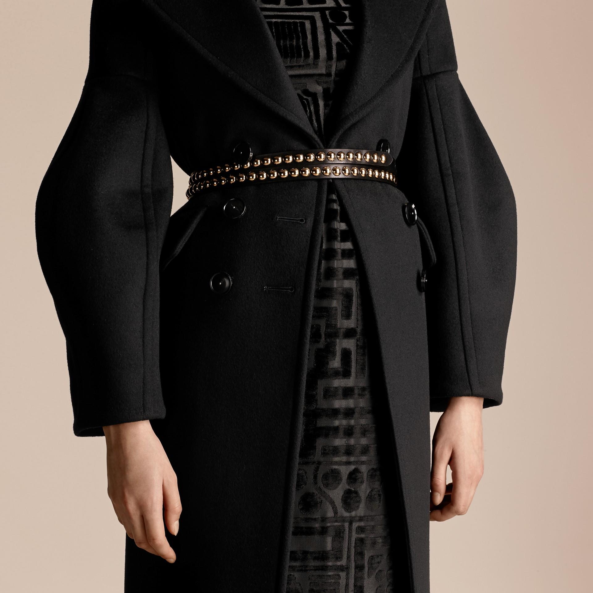Noir Manteau en laine avec manches bouffantes - photo de la galerie 5