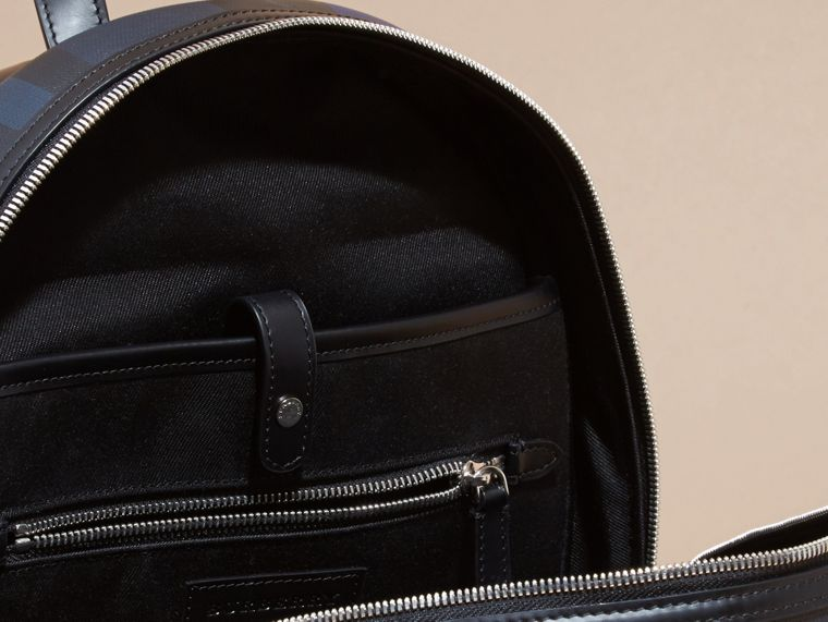 Geometrisches muster in marineblau Rucksack mit London-Check-Muster in Patchwork-Optik - cell image 4