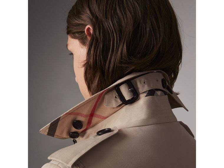 The Sandringham – Short Trench Coat in Stone - Women | Burberry Singapore - cell image 1
