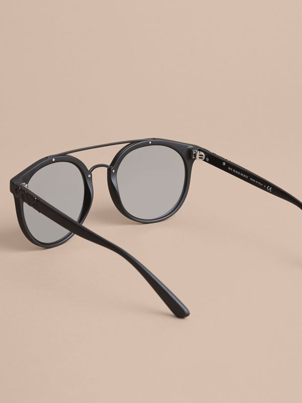 Top Bar Round Frame Sunglasses in Black | Burberry - cell image 3