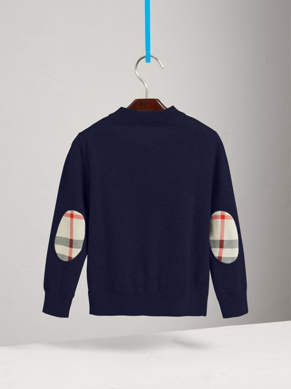 Cardigan im Bomberjacken-Stil mit Ellenbogenpatches in Check (Marineblau) - Jungen | Burberry - cell image 3