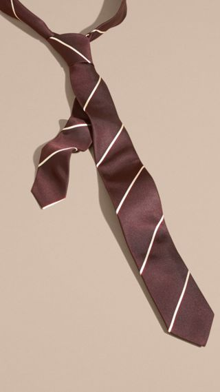 Cravate en soie à rayures de coupe étroite