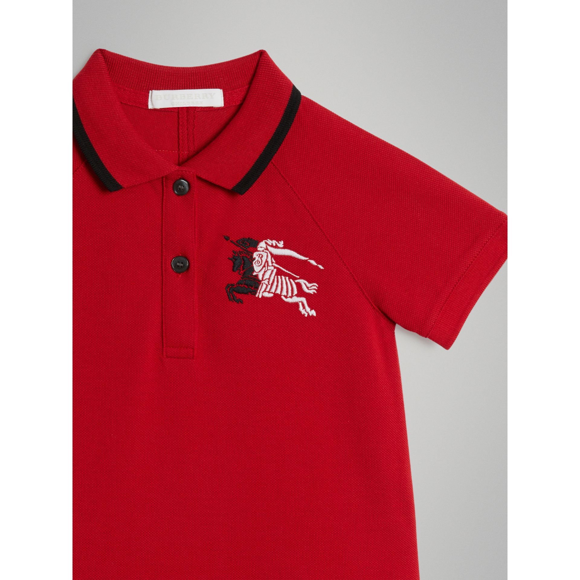 Robe polo avec bande (Rouge Vif) | Burberry - photo de la galerie 4