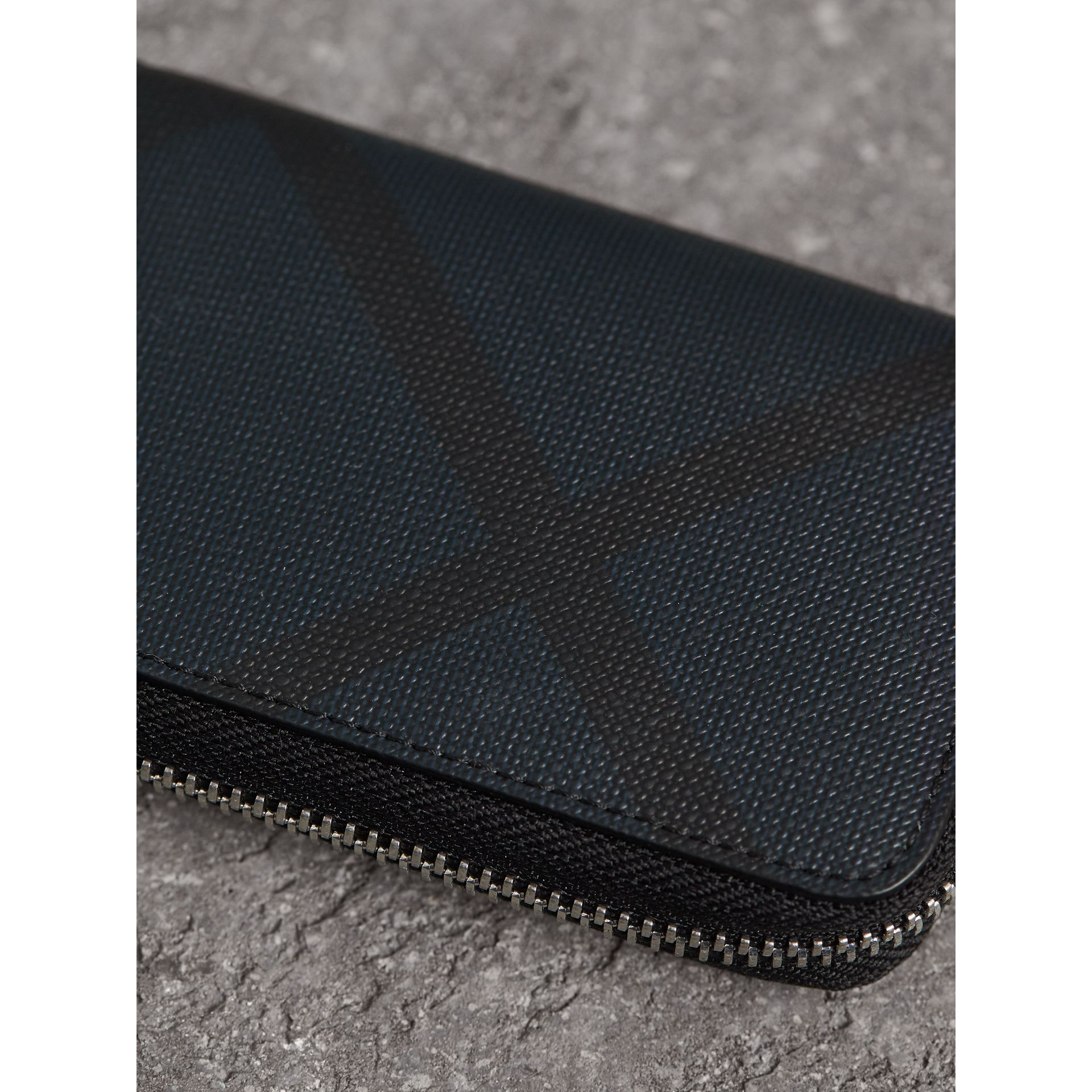 London Check Ziparound Coin Case in Navy/black - Men | Burberry - gallery image 1