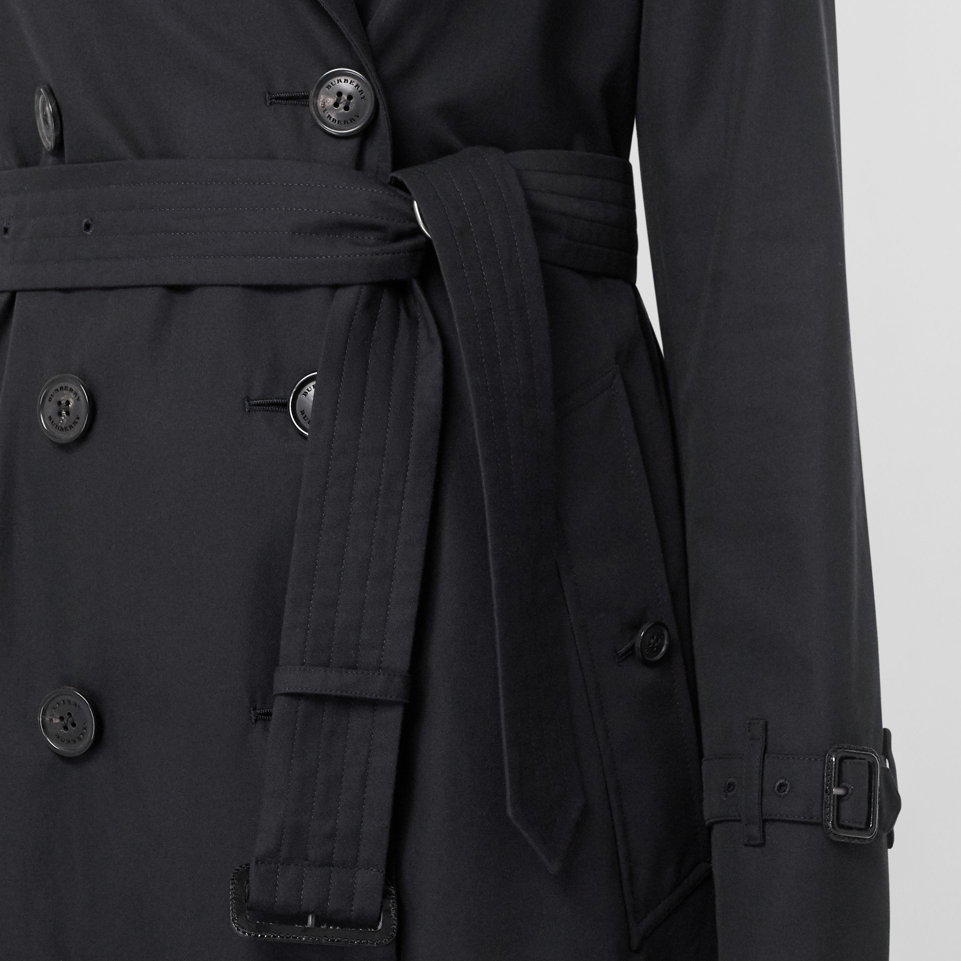The Kensington Heritage Trench Coat in Midnight - Women | Burberry - gallery image 6