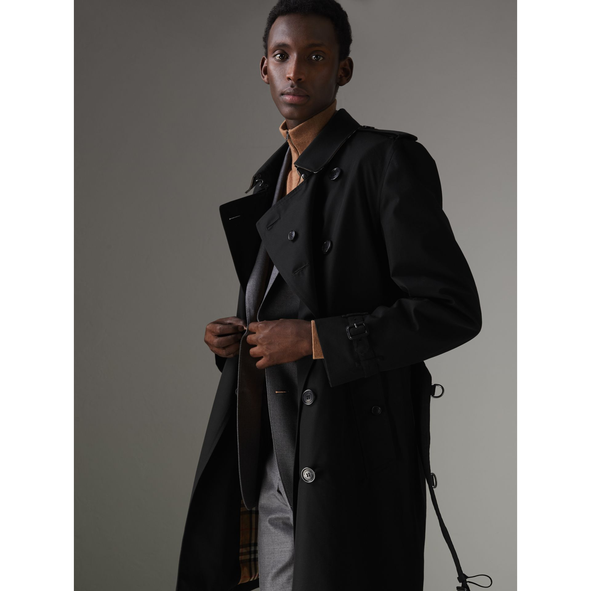 The Kensington Heritage Trench Coat in Black - Men | Burberry - gallery image 5