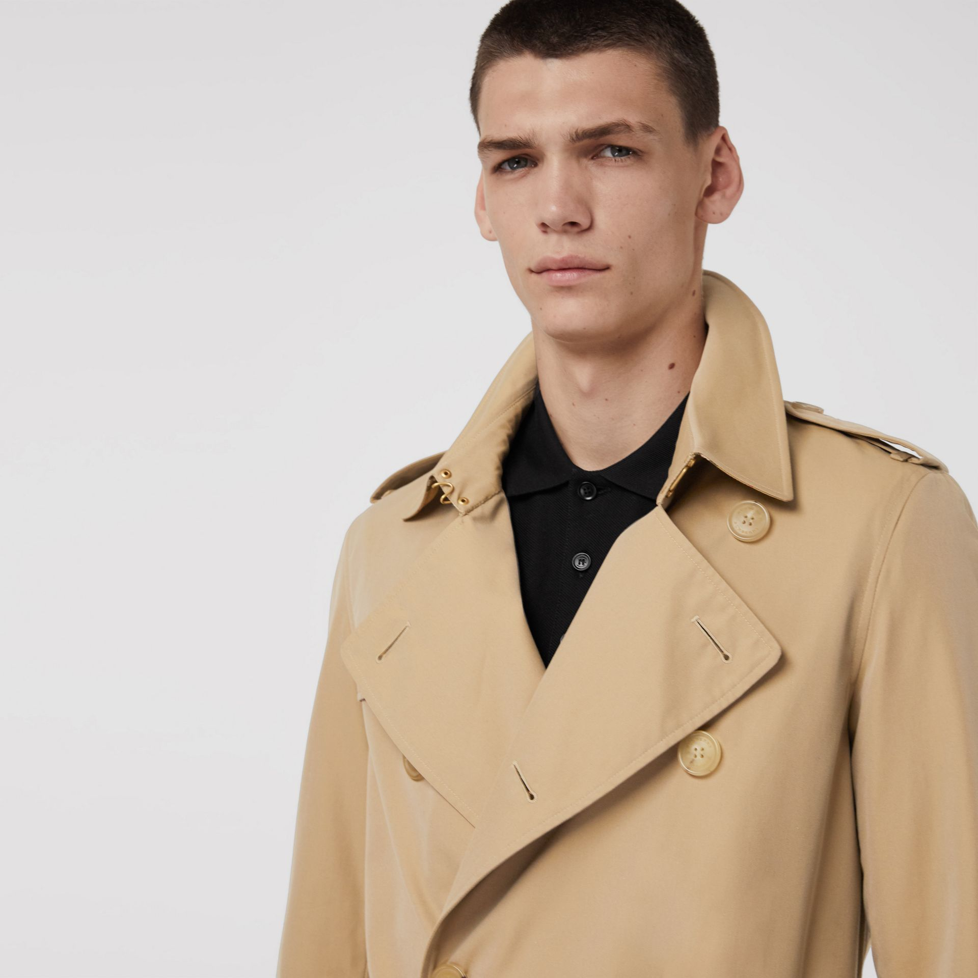 The Long Chelsea Heritage Trench Coat in Honey - Men | Burberry United Kingdom - gallery image 5