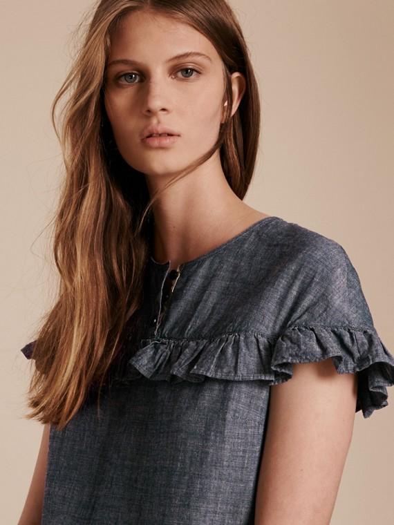 Vestido recto en cambray de algodón con detalles avolantados