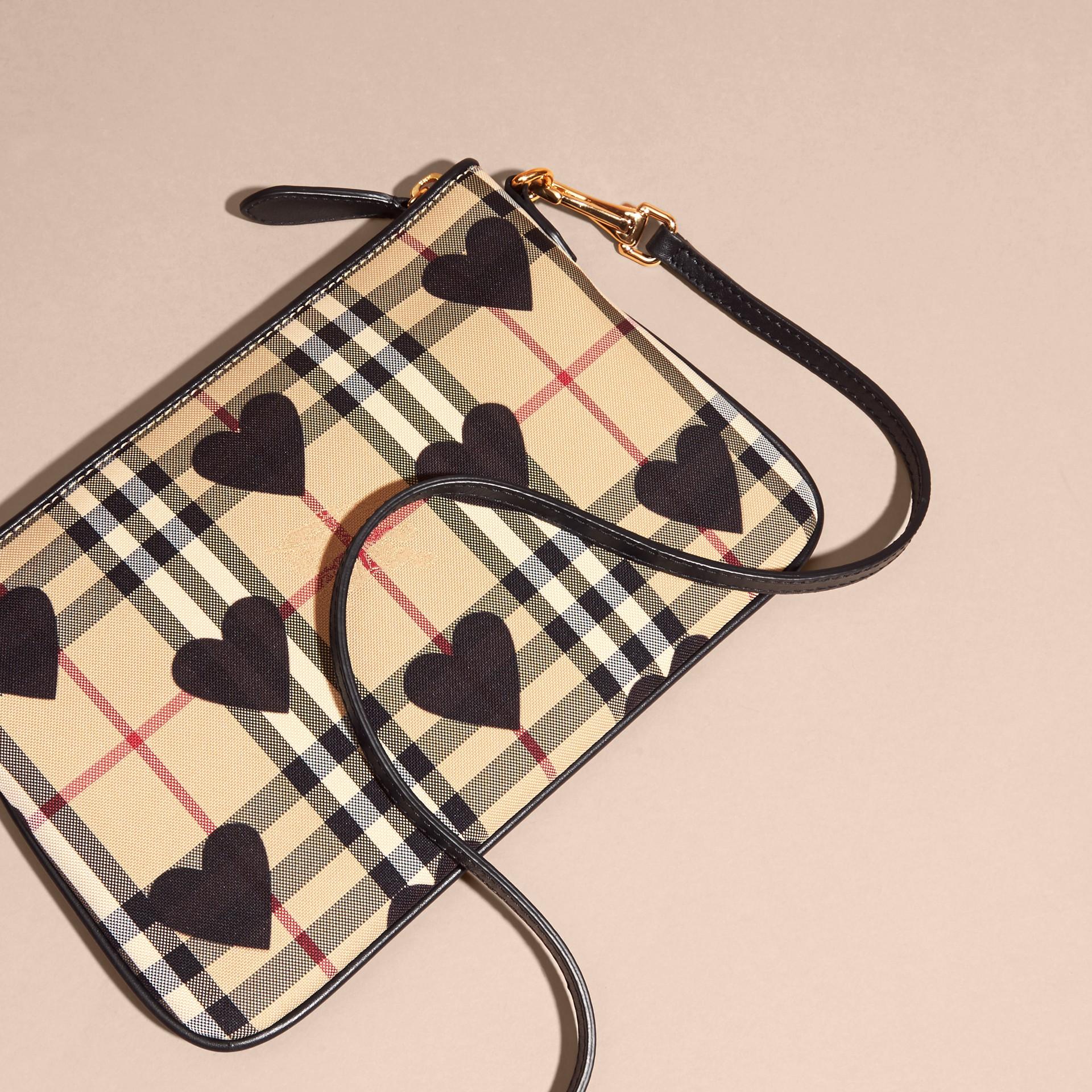 Noir Clutch en tissu check à imprimé à cœurs et cuir Noir - photo de la galerie 5