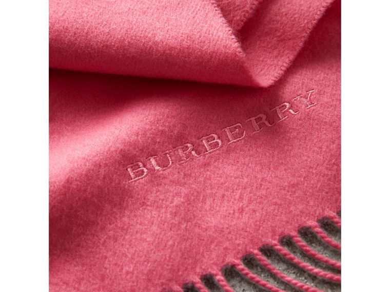 The Classic Cashmere Scarf in Rose Pink | Burberry Singapore - cell image 4