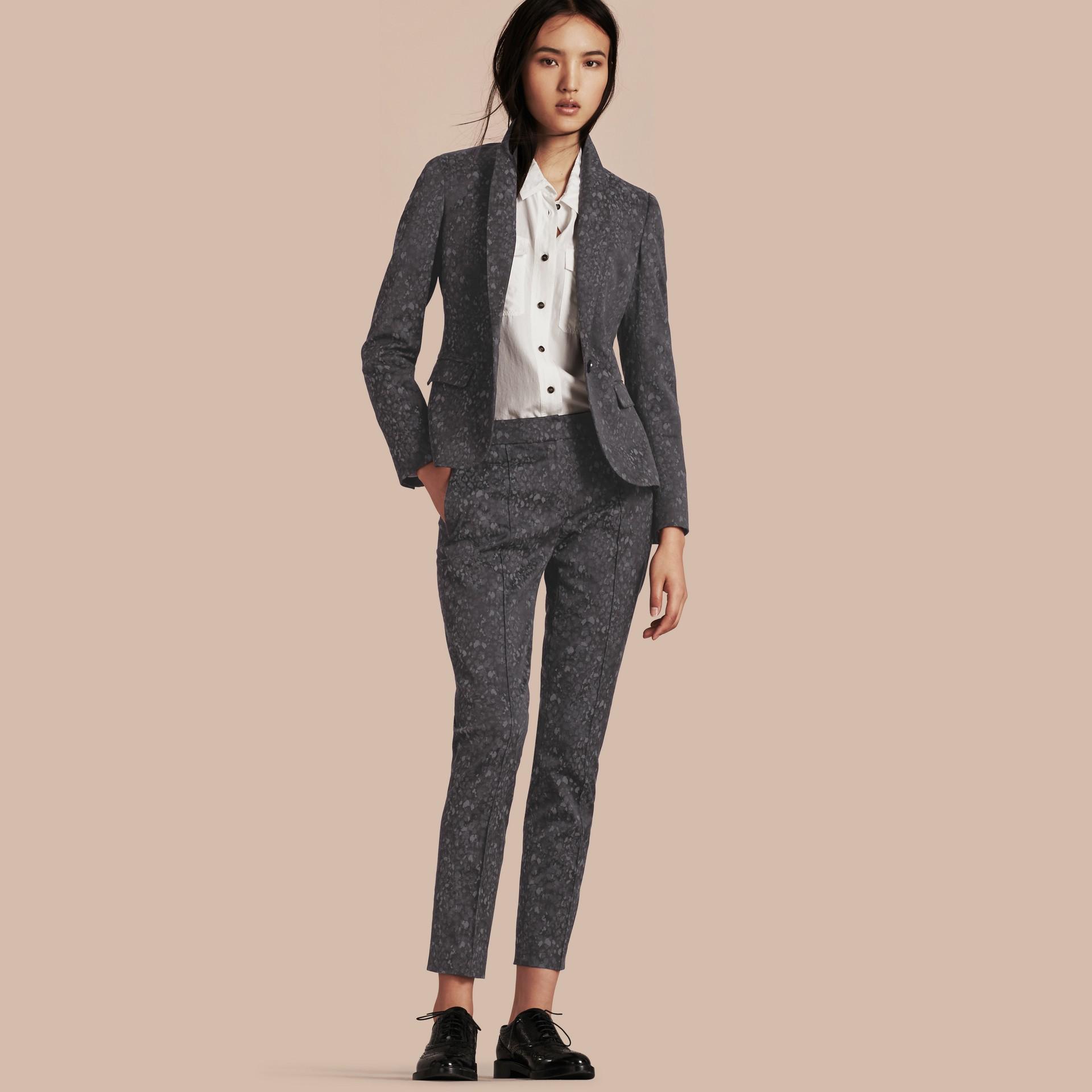 Темно-серый Узкие брюки с жаккардовым узором - изображение 1