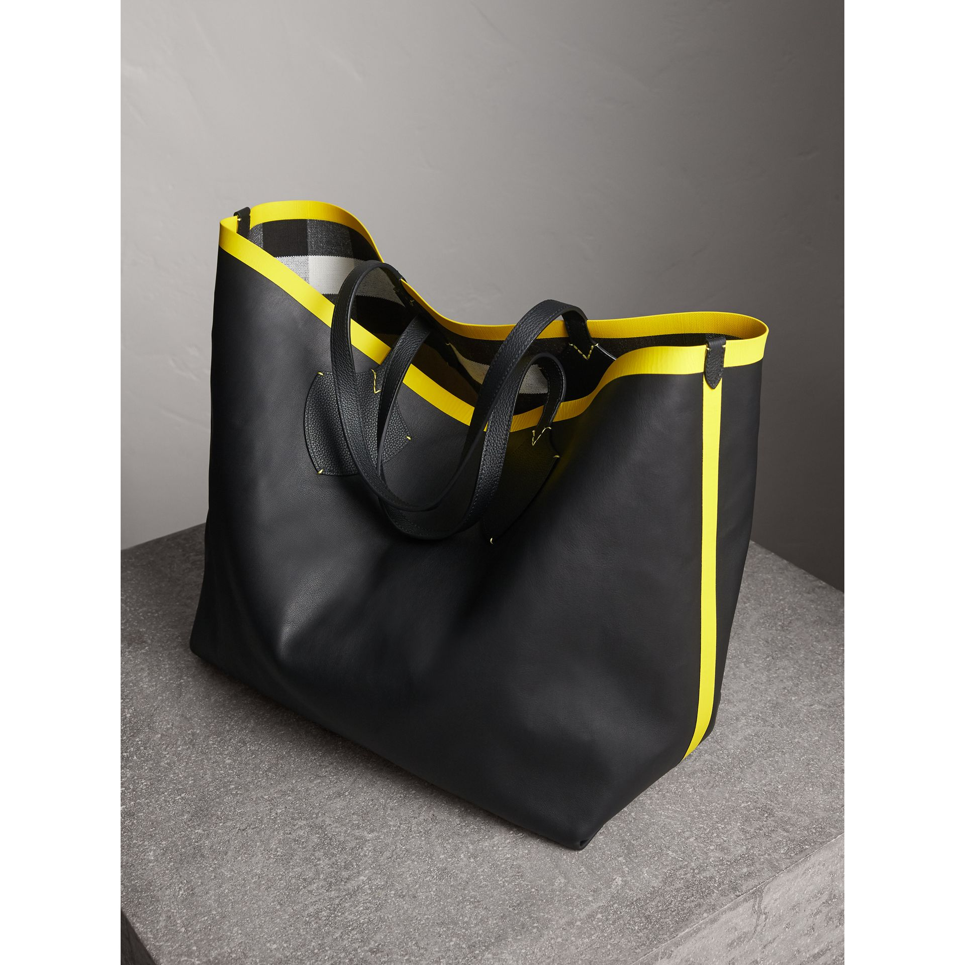 The Giant Reversible Tote in Canvas Check and Leather in Black/neon Yellow | Burberry - gallery image 6