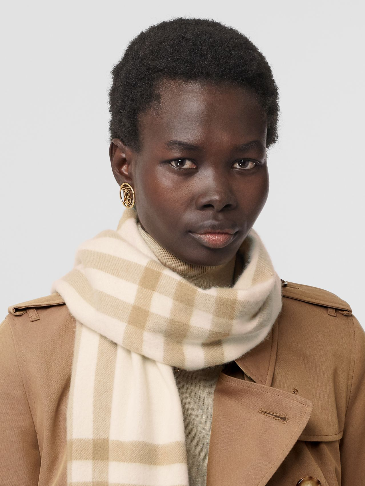 The Classic Check Cashmere Scarf in White / Alabaster