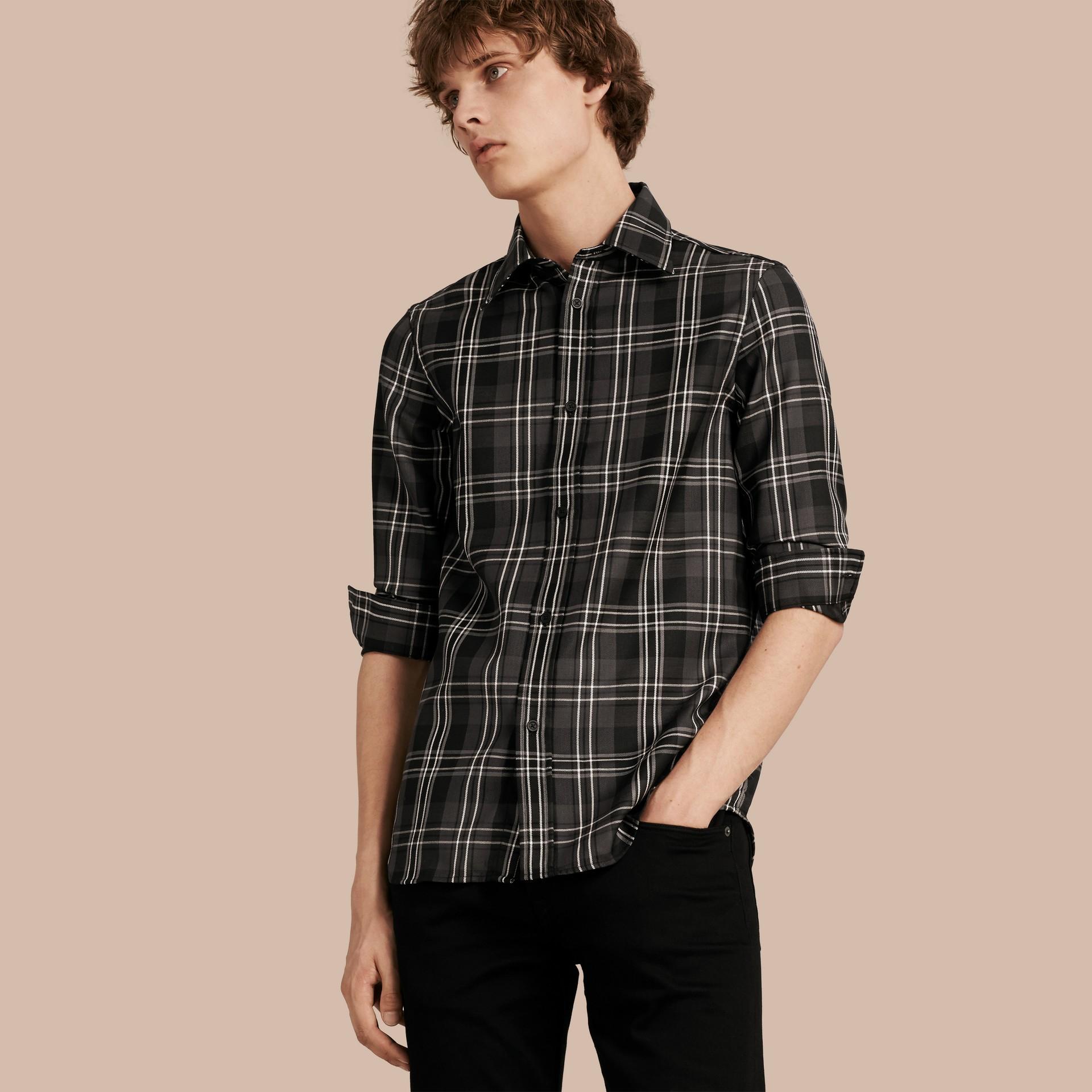 Noir Chemise en laine à motif check Noir - photo de la galerie 1