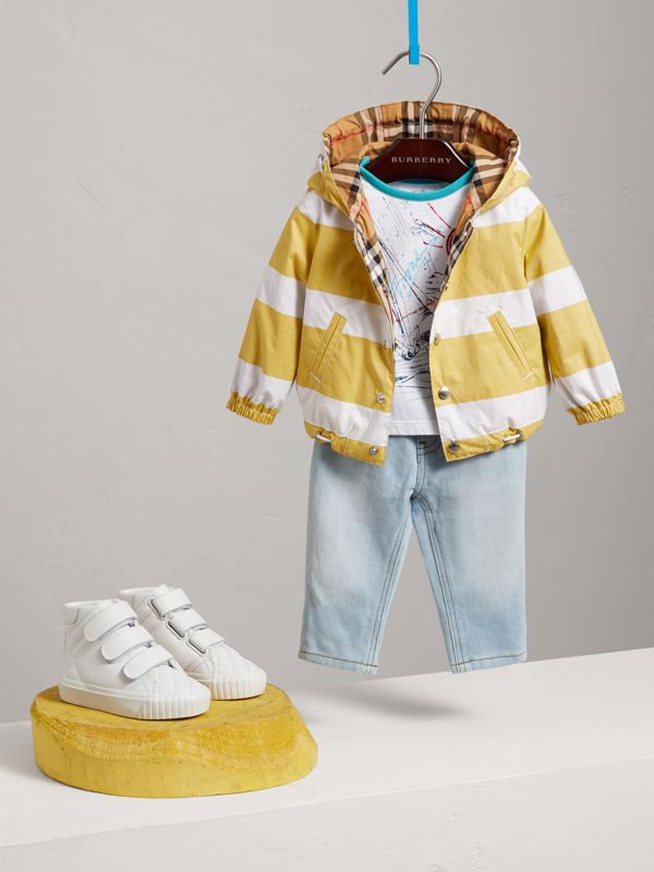 Reversible Stripe and Vintage Check Hooded Jacket in Larch Yellow/whte - Children | Burberry Singapore - cell image 2