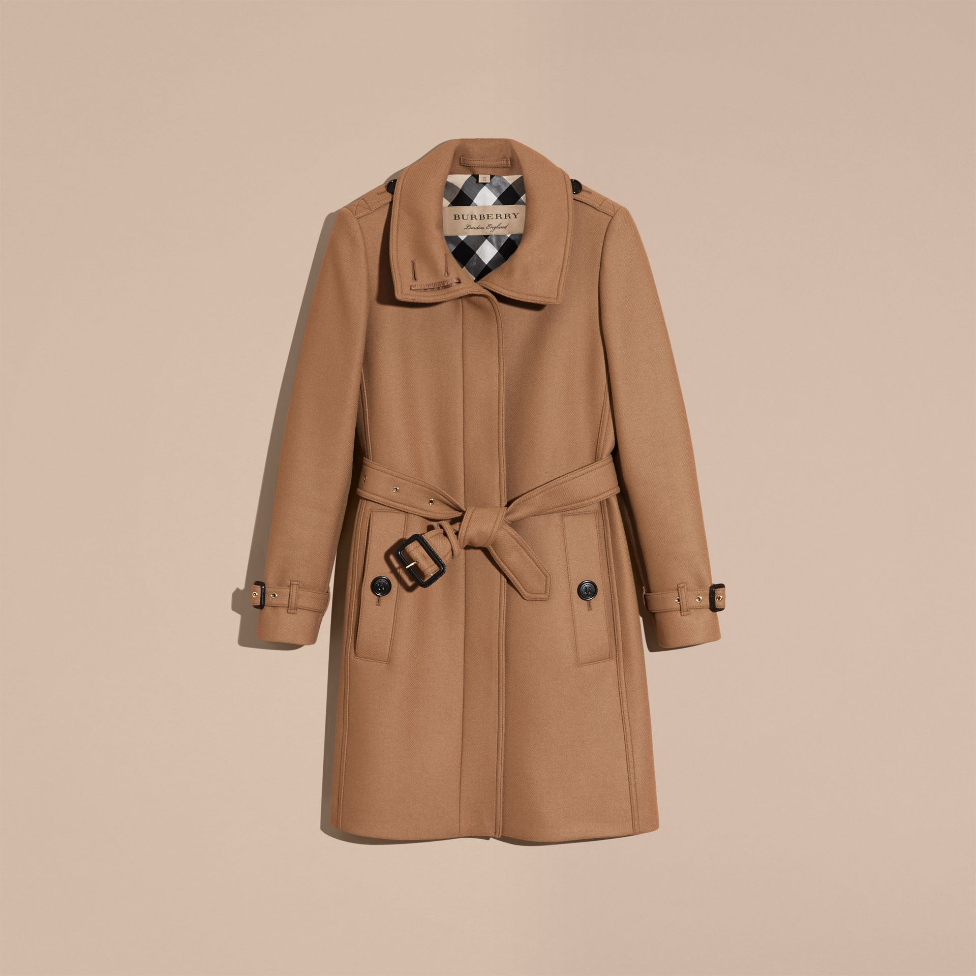 Manteau en laine technique et cachemire avec col entonnoir Camel - photo de la galerie 4