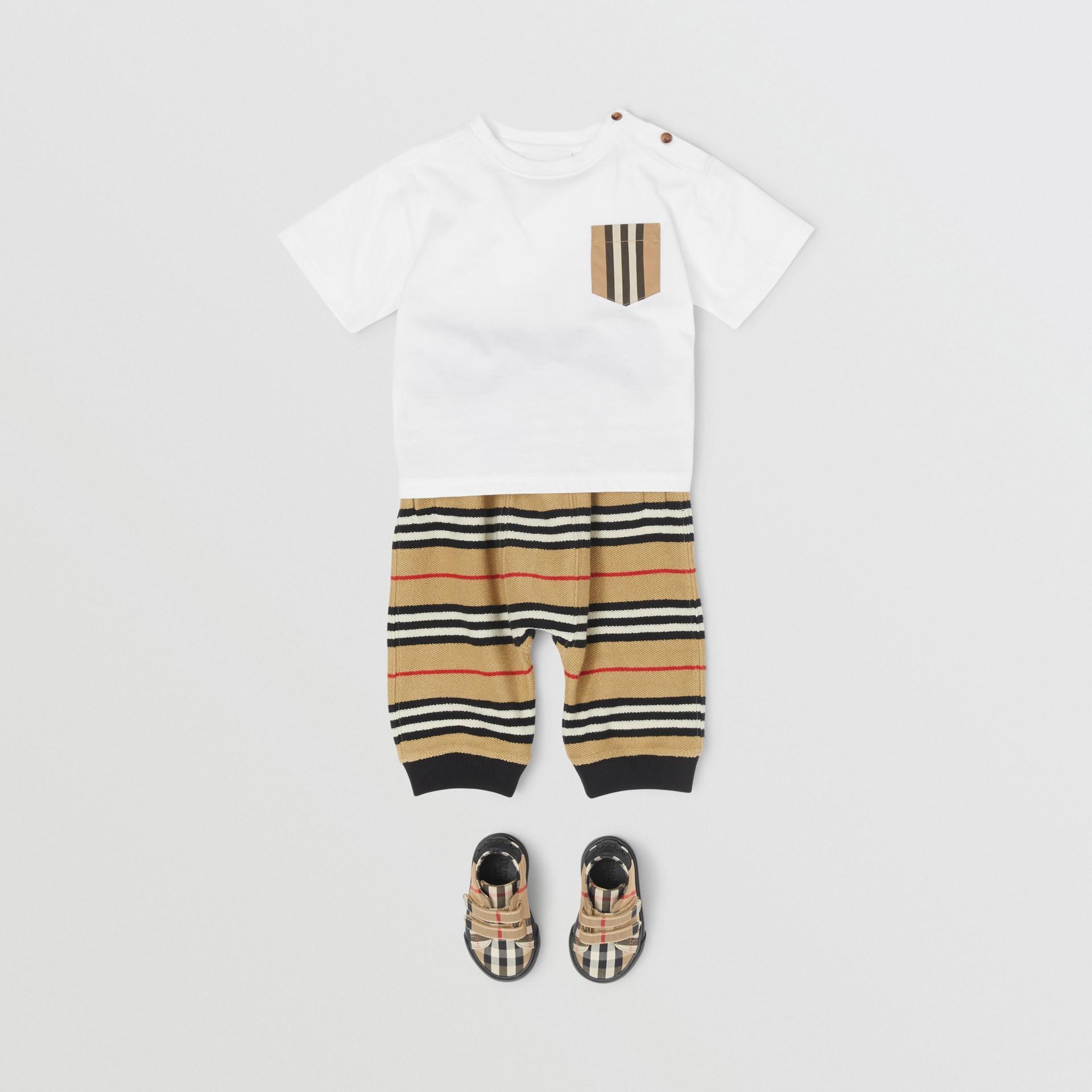 Icon Stripe Pocket Cotton T-shirt in White/archive Beige - Children | Burberry United Kingdom - gallery image 2