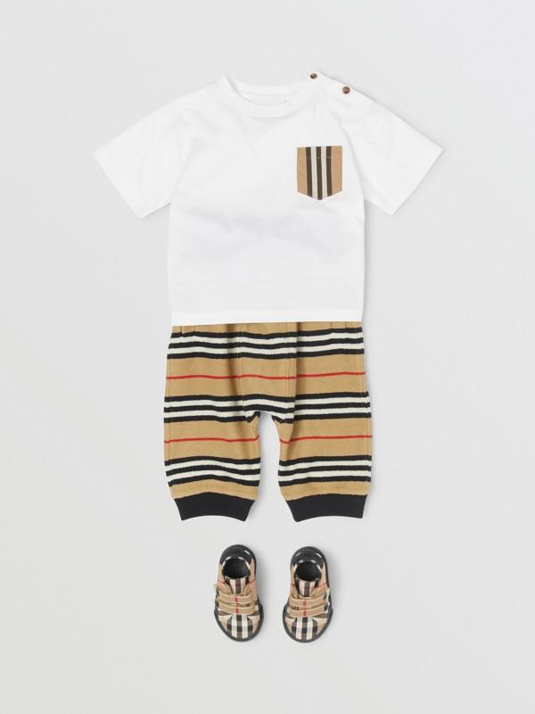 Icon Stripe Pocket Cotton T-shirt in White/archive Beige - Children | Burberry United Kingdom - cell image 2