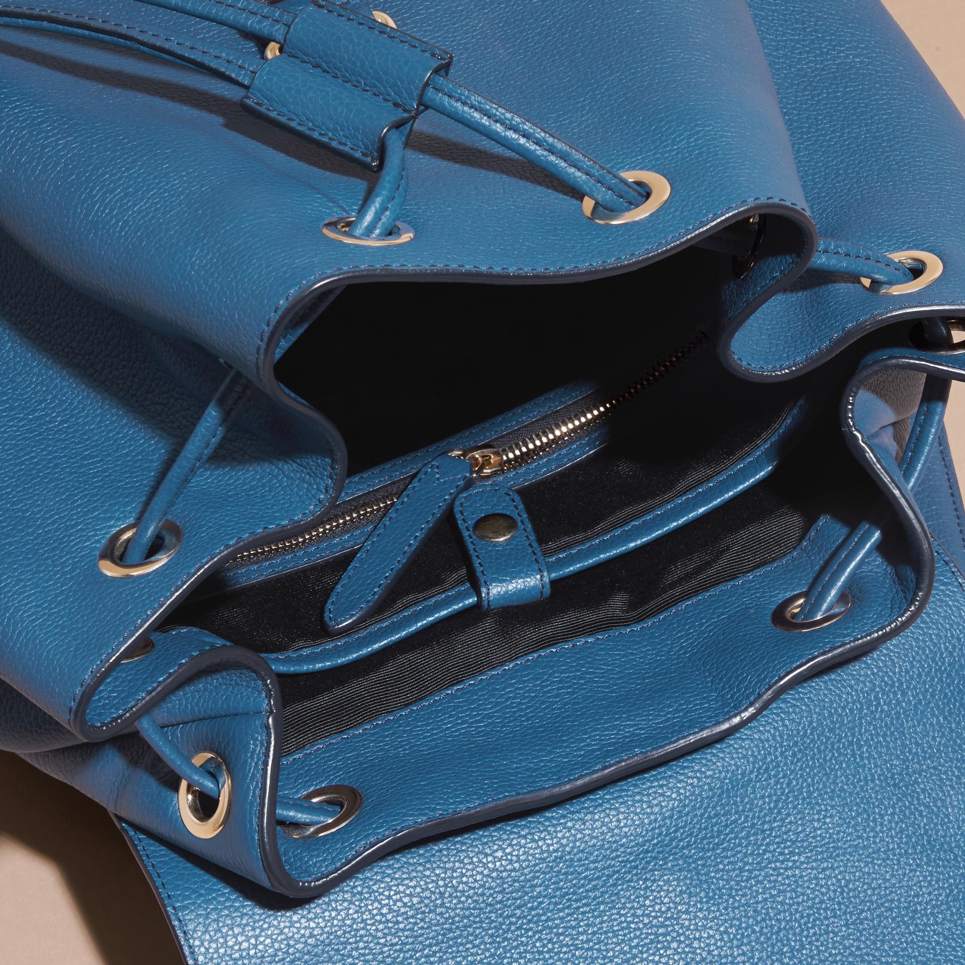 Blu minerale Zaino in pelle a grana Blu Minerale - immagine della galleria 6