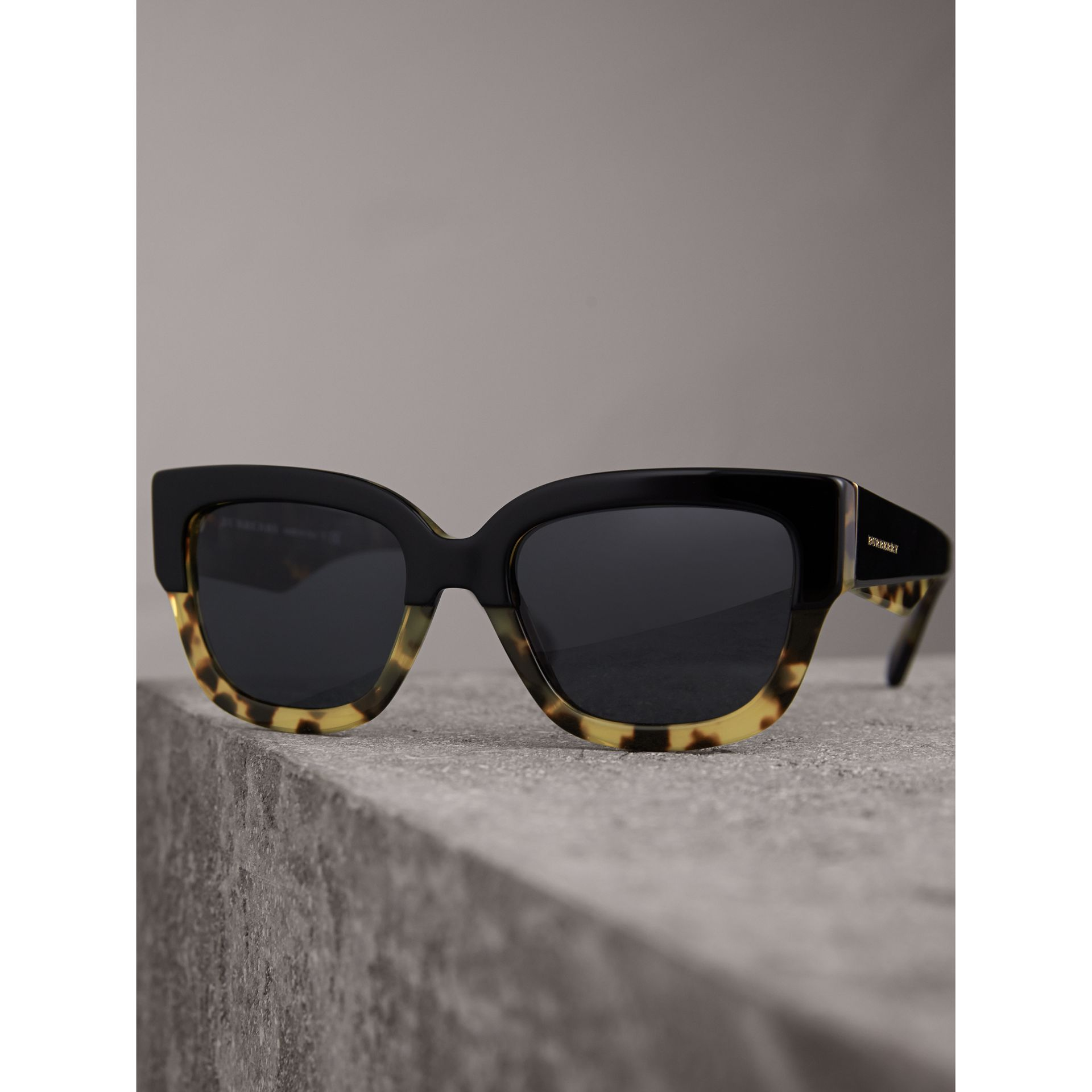 Two-tone Square Frame Sunglasses in Black - Women | Burberry - gallery image 3