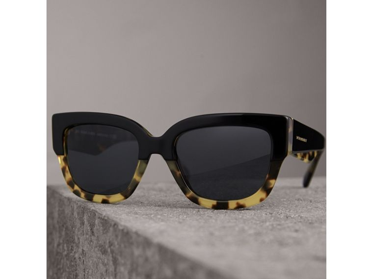 Two-tone Square Frame Sunglasses in Black - Women | Burberry Hong Kong - cell image 2