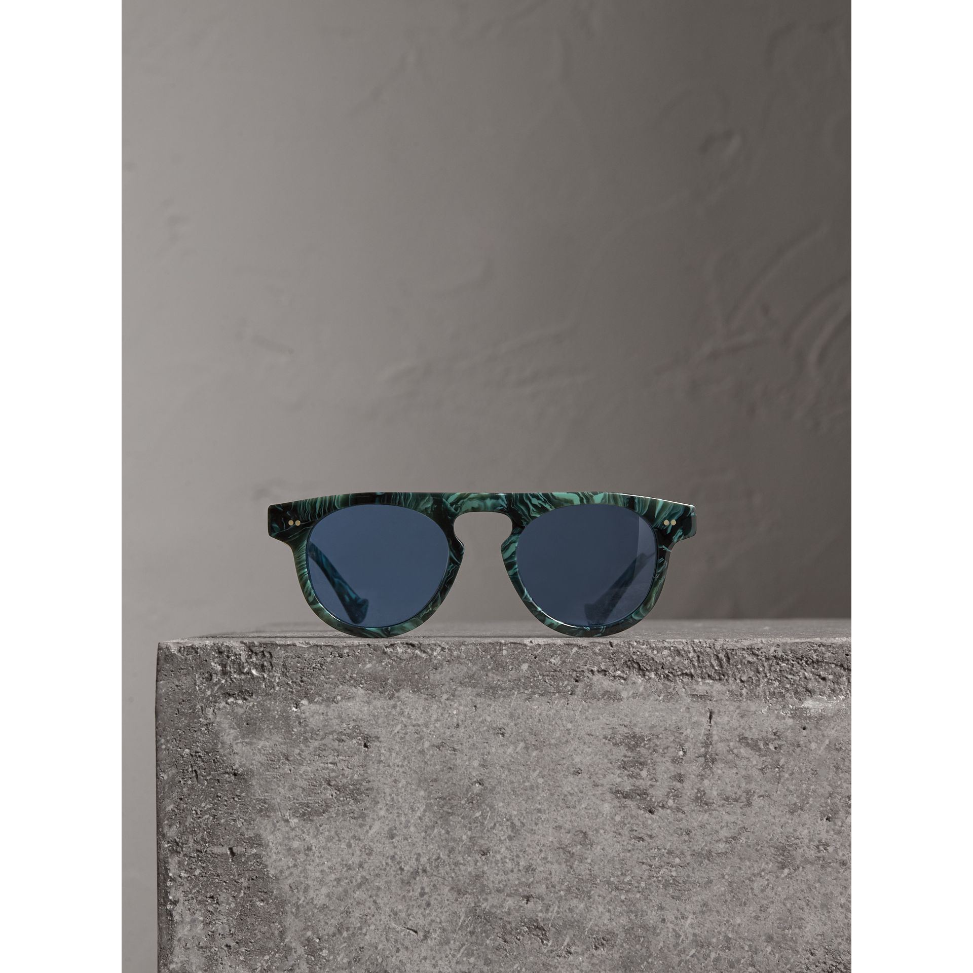The Keyhole Round Frame Sunglasses in Green Marble/blue | Burberry Singapore - gallery image 3