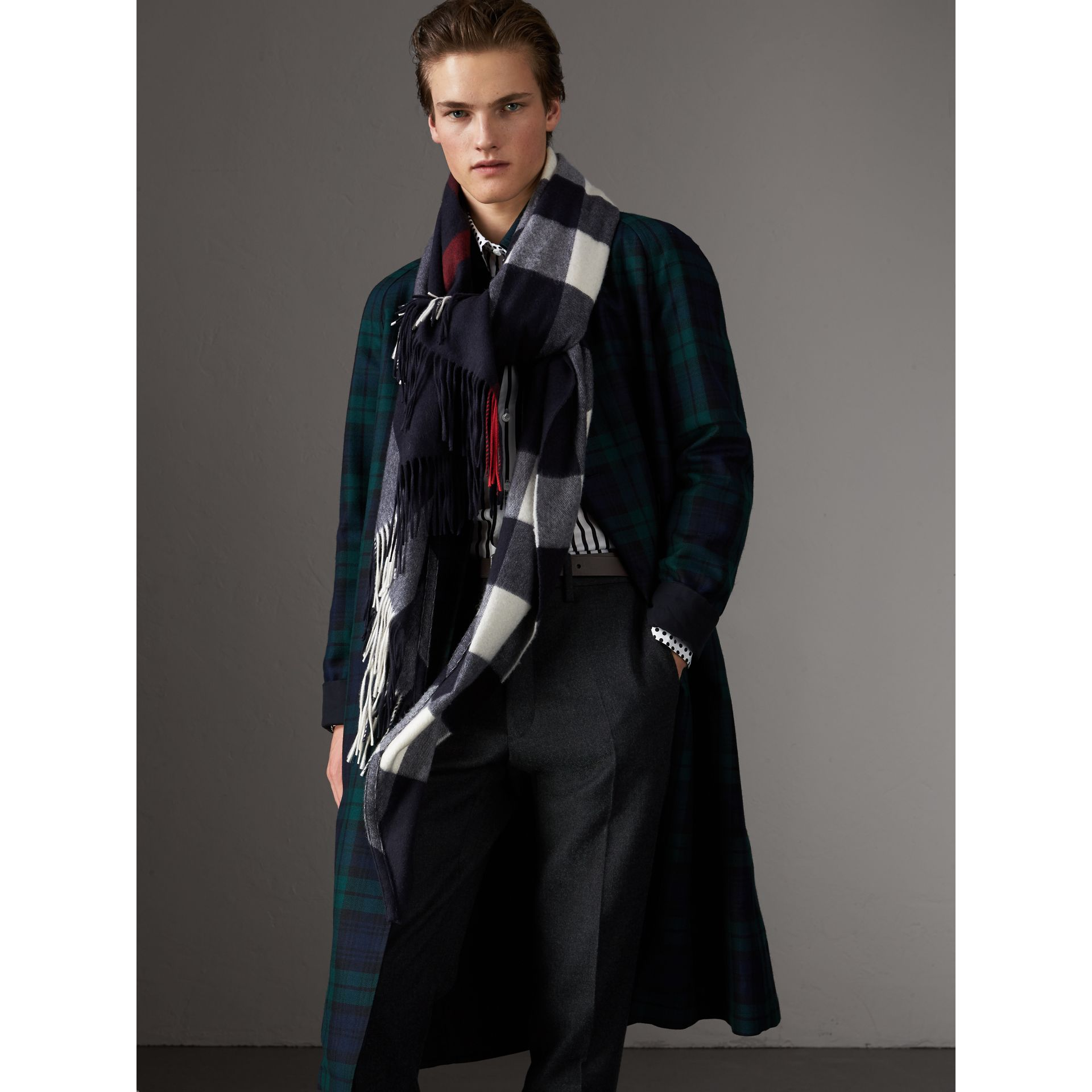 Check Cashmere Wrap in Navy | Burberry United Kingdom - gallery image 8