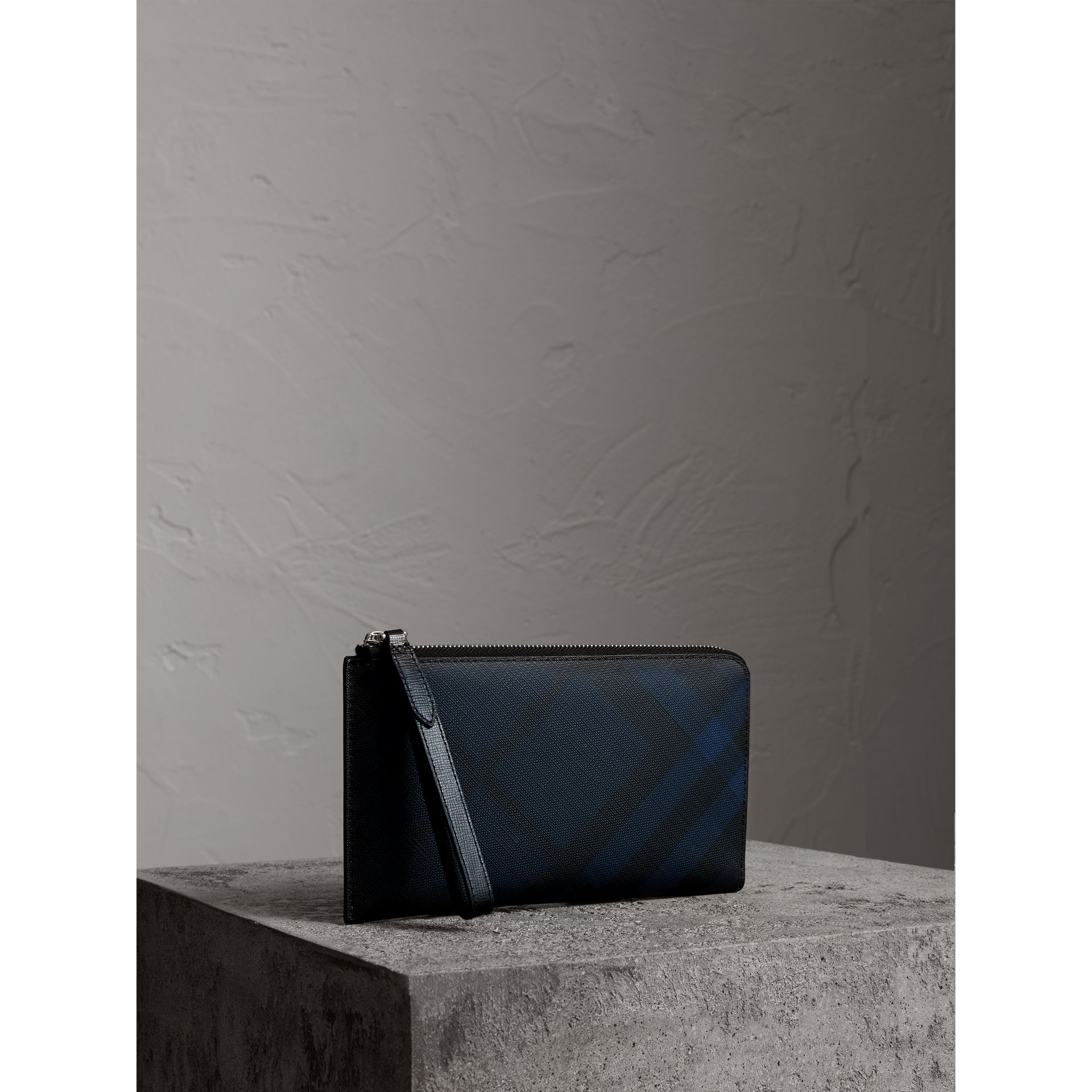 London Check Travel Wallet in Navy/black - Men | Burberry - gallery image 5