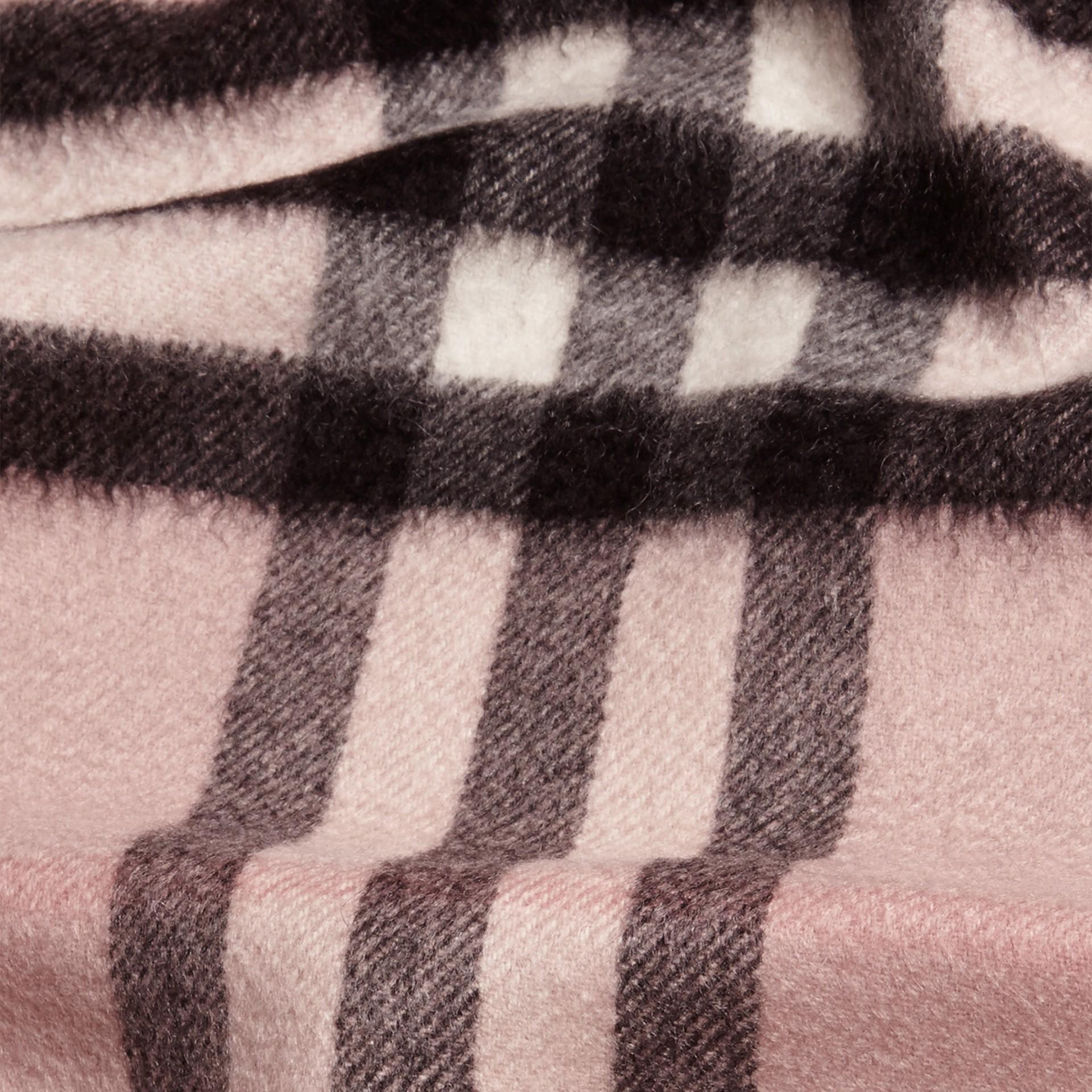 Rosa cenere Sciarpa in cashmere con motivo check Rosa Cenere - immagine della galleria 4