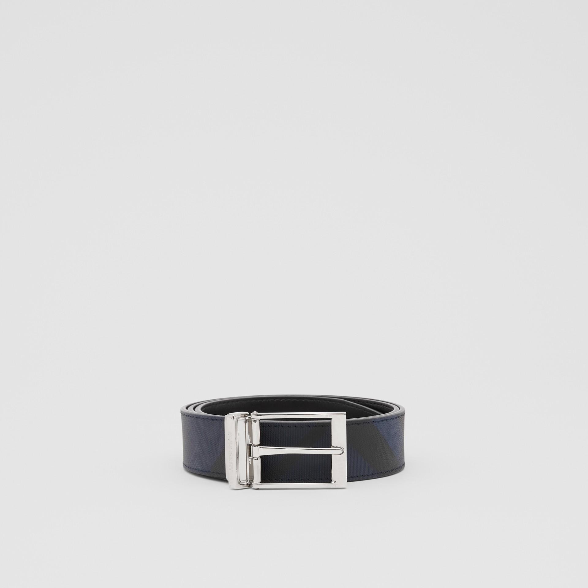 リバーシブル ロンドンチェック&レザー ベルト (ネイビー/ブラック) - メンズ | バーバリー - ギャラリーイメージ 3