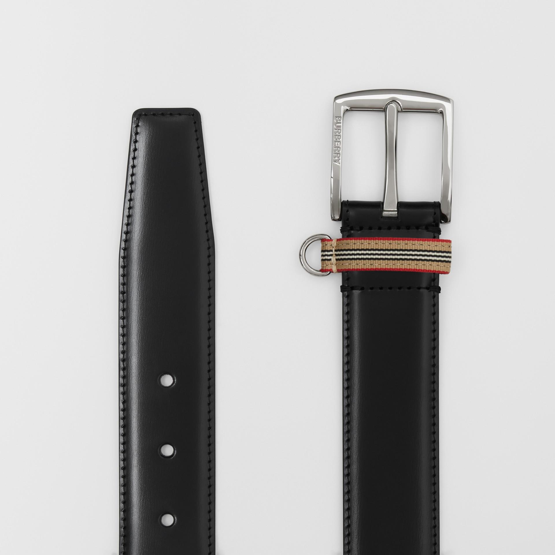 Cintura in pelle con dettaglio nell'iconico motivo a righe (Nero) | Burberry - immagine della galleria 5