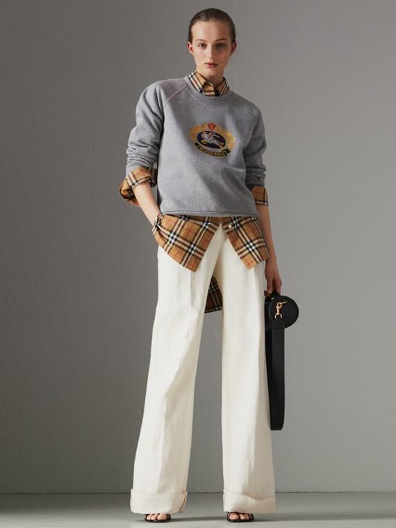 Suéter de algodão com logo do acervo bordado (Cinza Claro Mesclado)