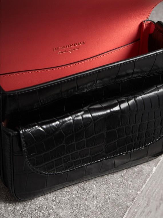 Сумка-портфель Satchel квадратной формы из кожи крокодила (Черный) - Для женщин | Burberry - cell image 3