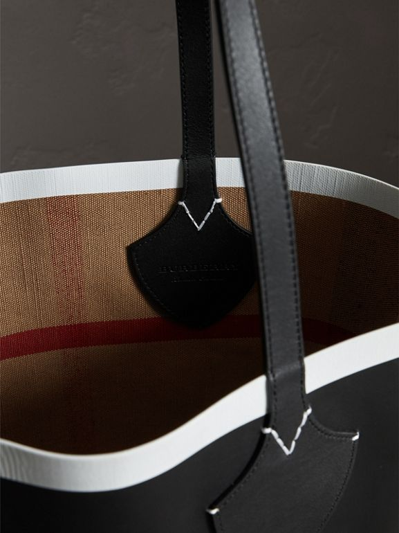 The Medium Giant Reversible Tote in Canvas and Leather in Black/white | Burberry United Kingdom - cell image 1