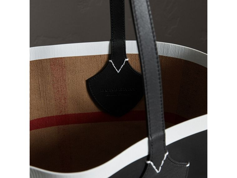 The Medium Giant Tote im wendbaren Design aus Canvas und Leder (Schwarz/weiss) | Burberry - cell image 1