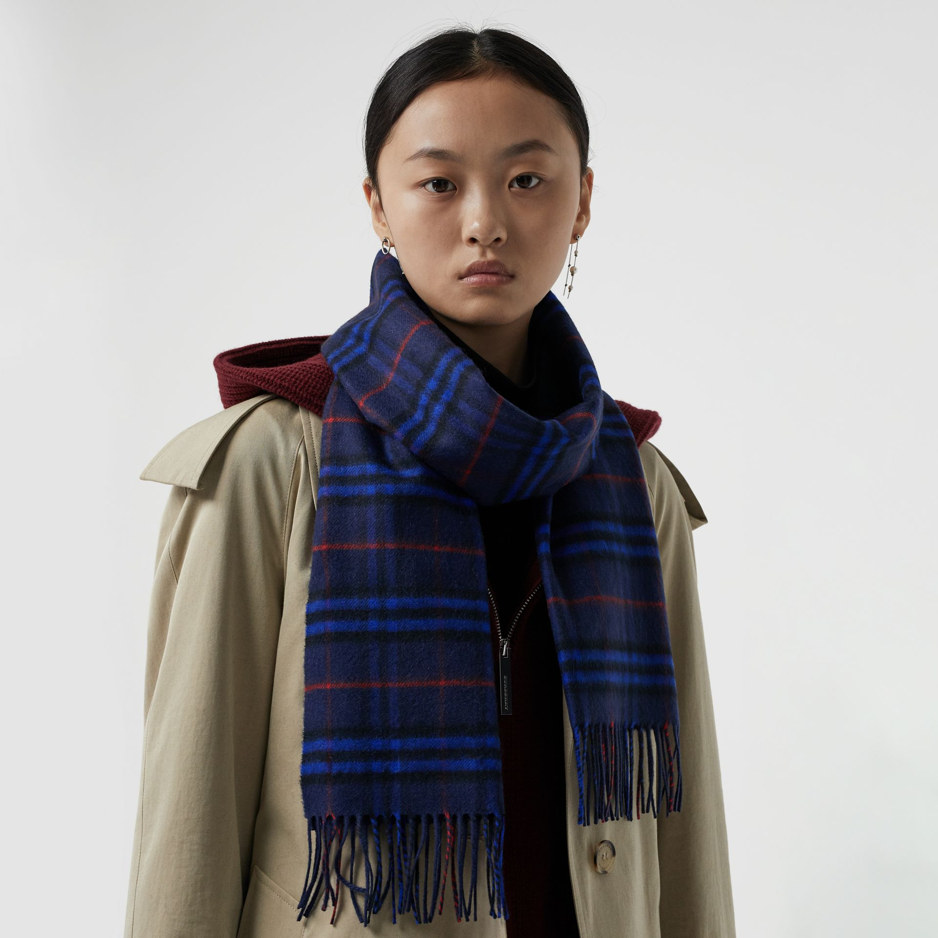 The Classic Vintage Check Cashmere Scarf in Bright Navy | Burberry - gallery image 5