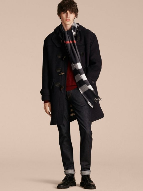 The Large Classic Cashmere Scarf in Check in Navy | Burberry - cell image 3