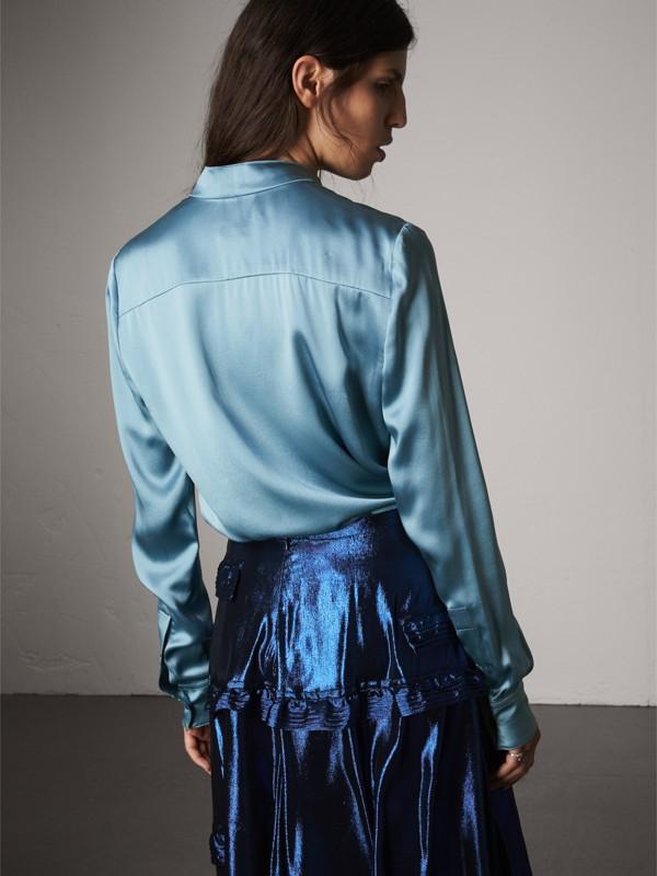 Camisa com gola laço de cetim de seda (Azul Claro) - Mulheres | Burberry - cell image 2
