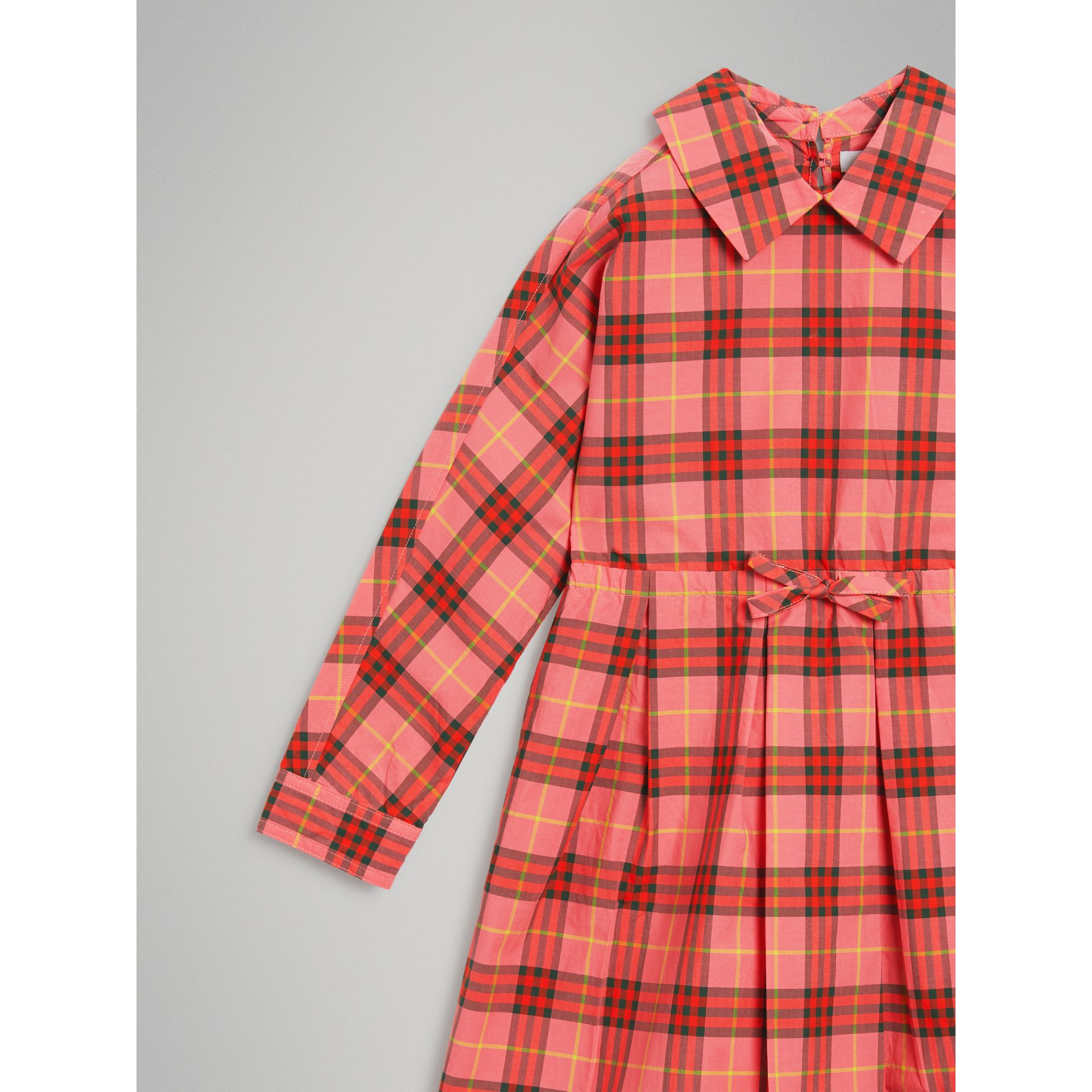 Robe à cordon de serrage en coton à motif check (Rouge Corail) - Fille | Burberry - photo de la galerie 4